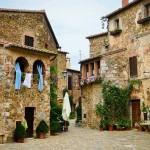 Montemerano, Piazza del Castello